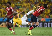 'Đao phủ' Zuniga xin lỗi Neymar