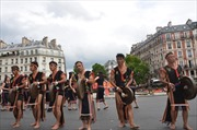 Cồng chiêng Tây Nguyên khuấy động Carnaval nhiệt đới Paris