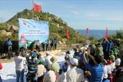 Dựng Cột cờ chủ quyền trên đảo Cù Lao Xanh