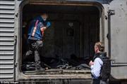 Tàu chở thi thể nạn nhân MH-17 đã tới Kharkov