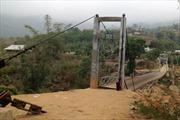 Đắk Nông: Sập cầu, một người bị thương nặng