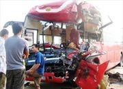Hai xe khách đấu đầu tại Hà Tĩnh