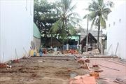 Sập nhà, 4 công nhân chấn thương, điện giật
