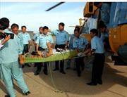 Cứu ngư dân gặp nạn gần Hoàng Sa