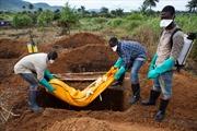 Cứ 10 người nhiễm Ebola, 7 người chết