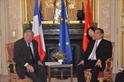 Đồng chí Lê Hồng Anh tiếp tục chuyến thăm và làm việc tại Pháp