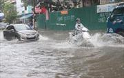 Mưa lớn gây ngập nặng nhiều tuyến đường tại Nghệ An