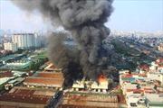 Cơ bản dập tắt vụ cháy xưởng gỗ gần Ga Giáp Bát