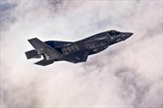 F-35 lần đầu tiên hạ cánh xuống tàu sân bay