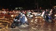 Nhiều tuyến đường ở Cần Thơ ngập trong nước