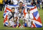 Brooklyn Beckham ký hợp đồng với Arsenal