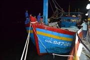 Cứu nguy tàu cá chở 7 thuyền viên trôi dạt trên biển
