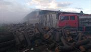Gia Lai: Cháy lớn thiêu rụi lò sấy gỗ