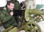 Nga tính huấn luyện quân sự cho toàn bộ quan chức