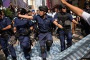 Hong Kong: Bạo lực bùng phát trở lại ở Mong Kok