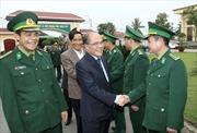 Chủ tịch Quốc hội tiếp xúc cử tri lực lượng vũ trang Hà Tĩnh