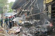 Cháy lớn ở chợ Nhật Tân - Hà Nội