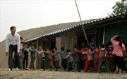 Người nghèo Điện Biên vẫn lợp nhà bằng fibroximang