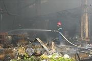 Cháy lớn thiêu rụi xưởng sản xuất nến