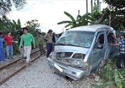 Tàu hỏa kéo lê xe khách, 1 người bị thương nặng