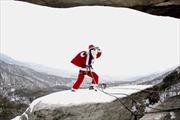 Những ông già Noel 'lạ' khắp nơi trên thế giới