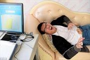 Đàn ông Trung Quốc vật vã trải nghiệm đau đẻ