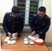 Bắt vụ vận chuyển gần 7kg ma túy đá và thuốc lắc