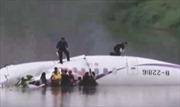 Máy bay chở 58 hành khách rơi xuống sông ở Đài Loan