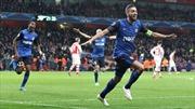 Arsenal gục ngã trên sân nhà