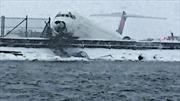 Mỹ: Máy bay chở 125 hành khách trật đường băng