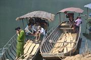Khẩn trương tìm 2 nạn nhân mất tích vụ lật thuyền trên sông Chừng