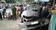 Xe Innova đâm xe tải, 3 người trong gia đình thiệt mạng