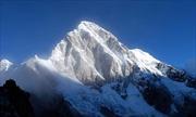 Trung Quốc xây hầm đường sắt xuyên núi Everest