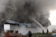 Cháy lớn tại kho chứa vải
