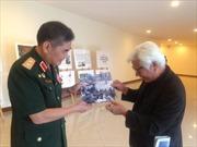 Người trao tấm bản đồ Sài Gòn cho Trung đoàn 66
