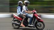 Indonesia cấm nam nữ chưa cưới đi chung xe máy