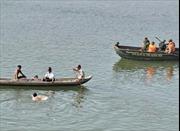 2 người mất tích do lật thuyền trong mưa giông