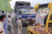 Xe khách đâm vào đuôi xe tải, 6 người bị thương