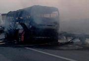 Cháy xe khách, hành khách hoảng loạn