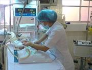 Cứu sống bé sơ sinh bị uốn ván rốn nguy kịch