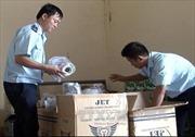 Tạm giữ lượng lớn hàng lậu tại sân bay Nội Bài