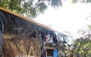 Xe khách lại bị ném đá vỡ kính ở Kon Tum