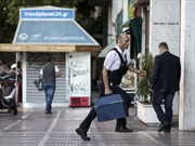 Hy Lạp đóng cửa các ngân hàng