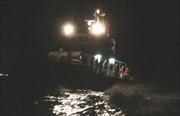 Lai dắt thành công tàu cá vào bờ an toàn