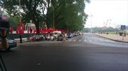 Người dân các tỉnh đổ về Hà Nội đón mừng đại lễ
