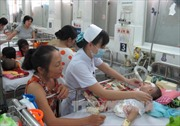 Hai bệnh viện nhi ở TPHCM quá tải