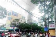 Cháy lớn cửa hàng điện thoại di động