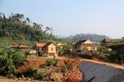 Bản tái định cư thiếu đất sản xuất