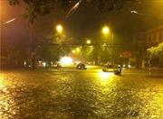 Cảnh báo ngập lụt nhiều tuyến phố Hà Nội