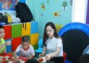 Tặng quà cho trẻ tự kỷ nhân ngày Quốc tế thiếu nhi